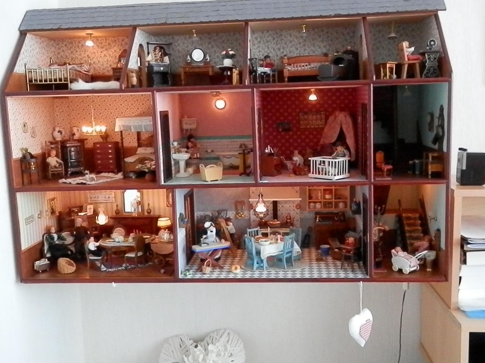 Seniorplaza te koop schitterend poppenhuis for Poppenhuis te koop