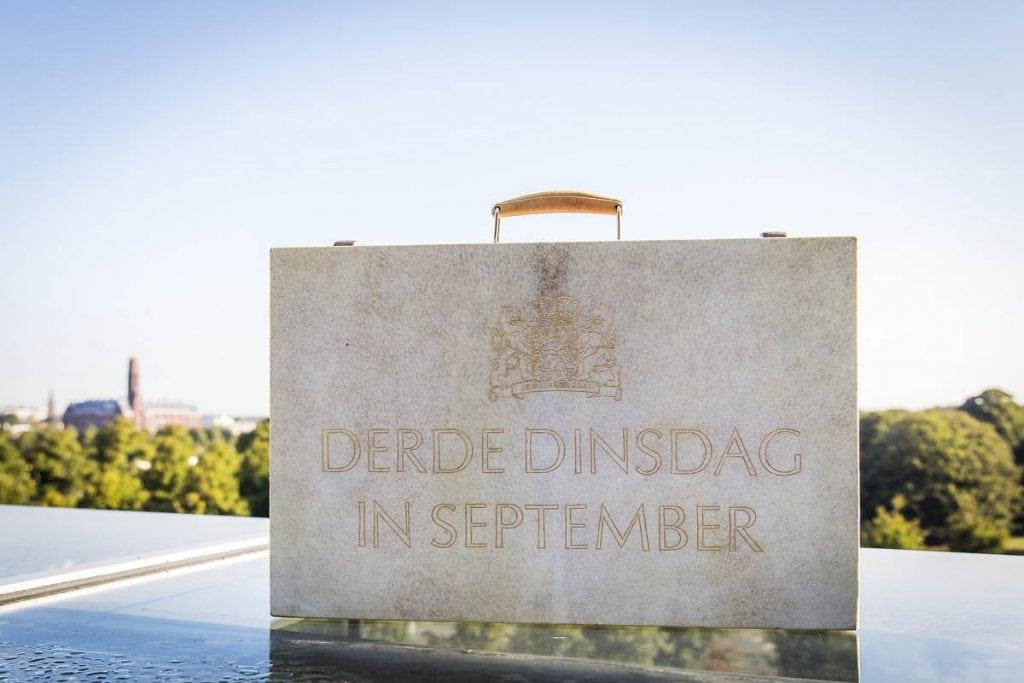 Den Haag, 20 september 2016. Prinsjesdag. Het koffertje met de miljoenennota.