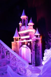 winter ijssculptuur kasteel