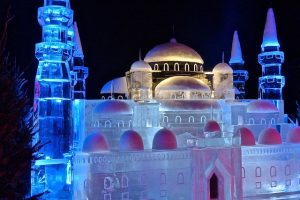 winter ijssculptuur moskee