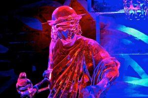 winter ijssculptuur roze licht
