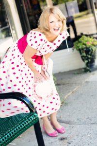 vrouw jurk polka dots jaren 80