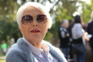vrouw zonnebril