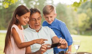 smartphone opa kinderen
