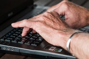 laptop handen